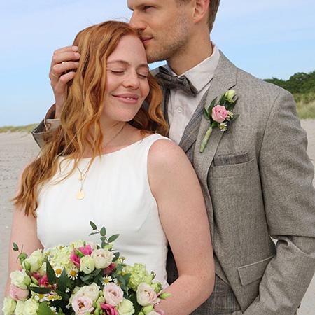 Menyasszony és vőlegény WILVORST esküvői öltönyben