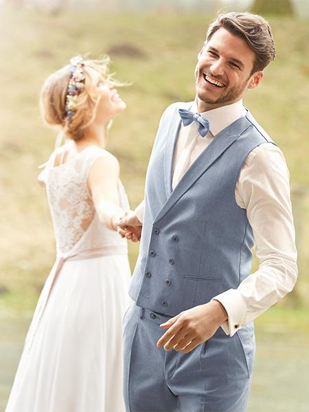 Vőlegény esküvői mellényben