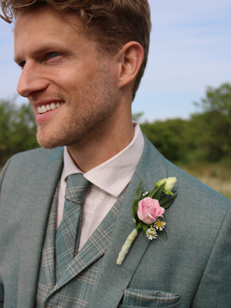 Zöld nyakkendő zöld öltönnyel